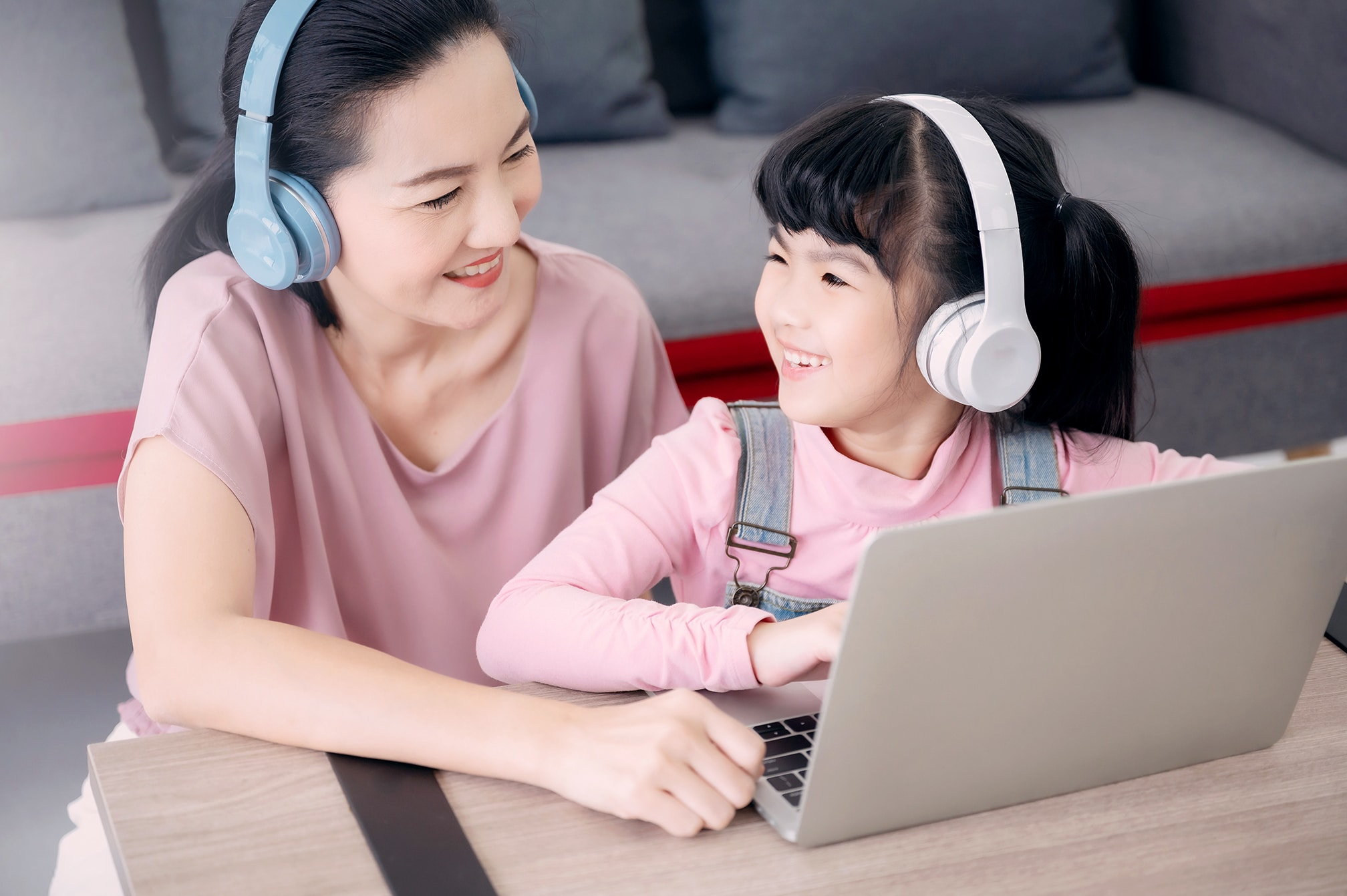 It is helpful when parents be their child's learning companion as their child learns Chinese
